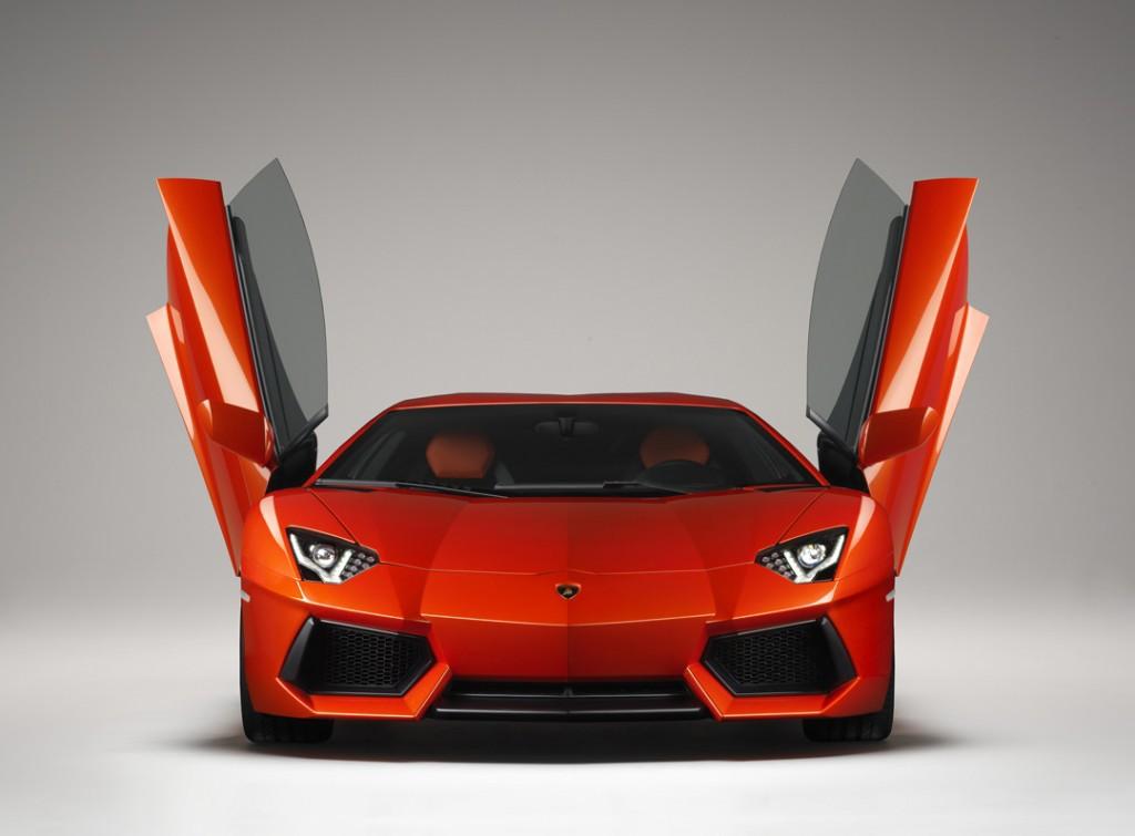 Lamborghini-Aventador-front-doors-open-1024x755