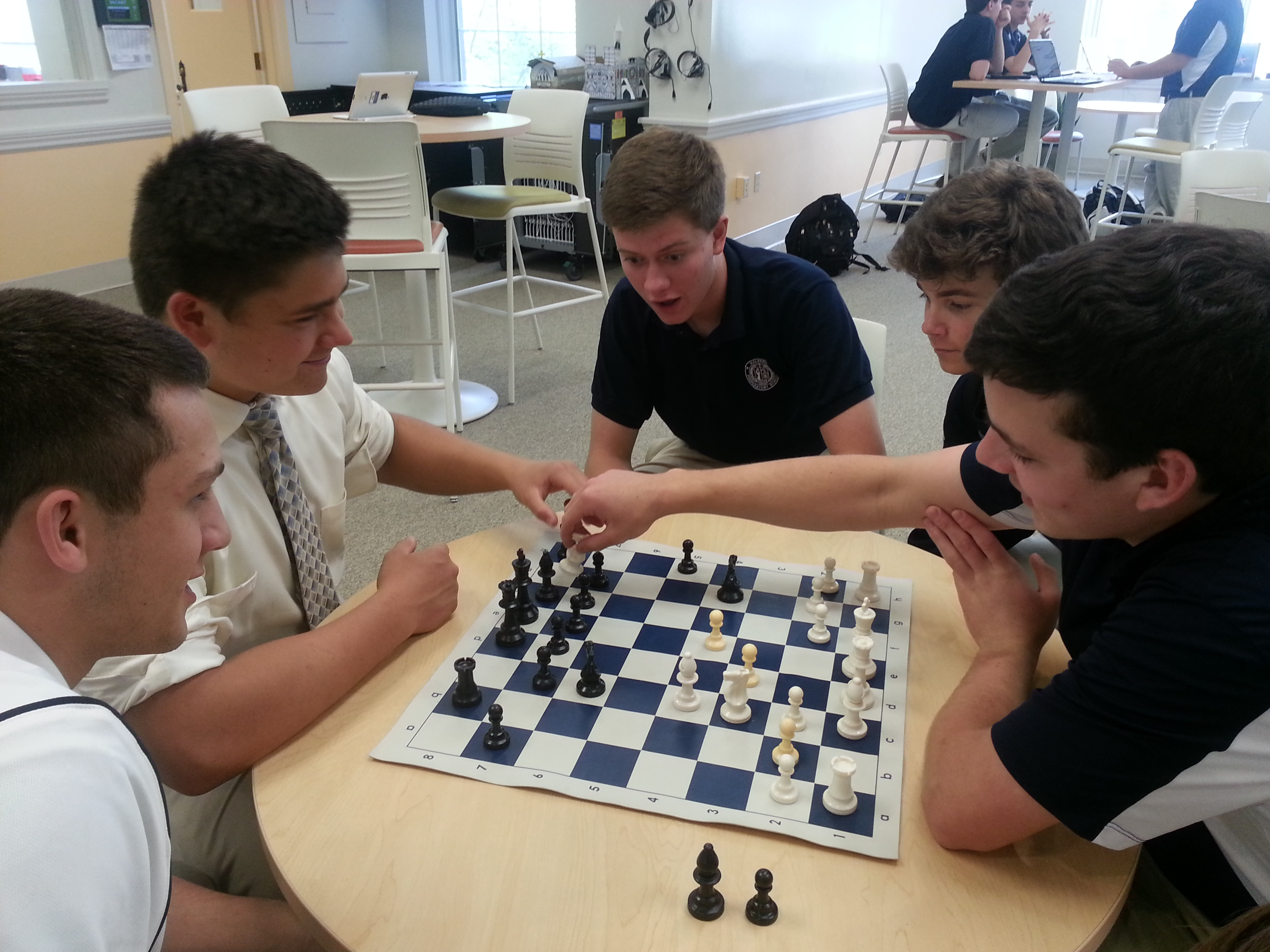 Underclassmen in fierce chess competition / M. Lanetti