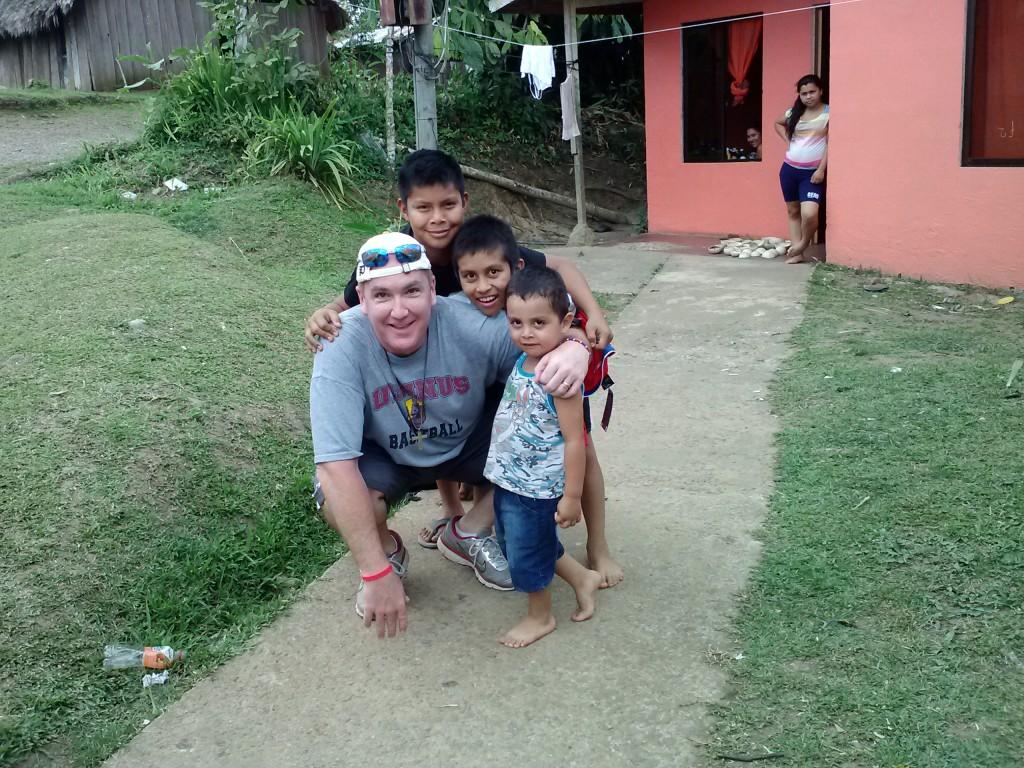 Juniors+at+work+in+Costa+Rica%2F+R.+Algeo